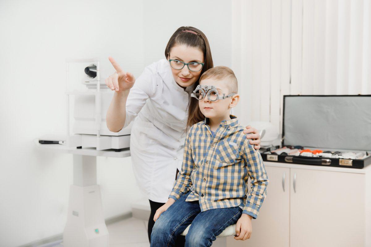 Miopia la copii – cauze, tratament, prevenire