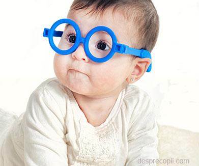 Cefaleea poate avea cauze oculare. Ce afecțiuni ascunde