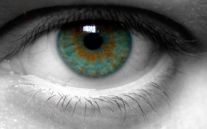 viziune un ochi altul plângând vederea