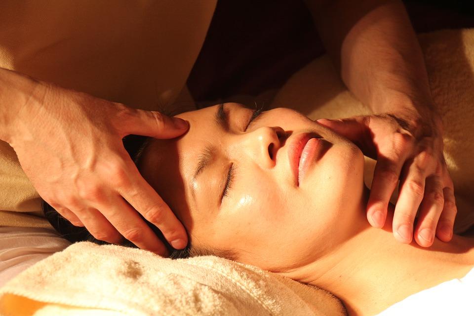Cum se efectuează corect un masaj al capului - Om Activ