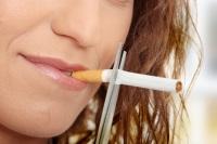 Fumatul nu-ți afectează doar plămânii, ci și ochii. Ce riscă fumătorii?