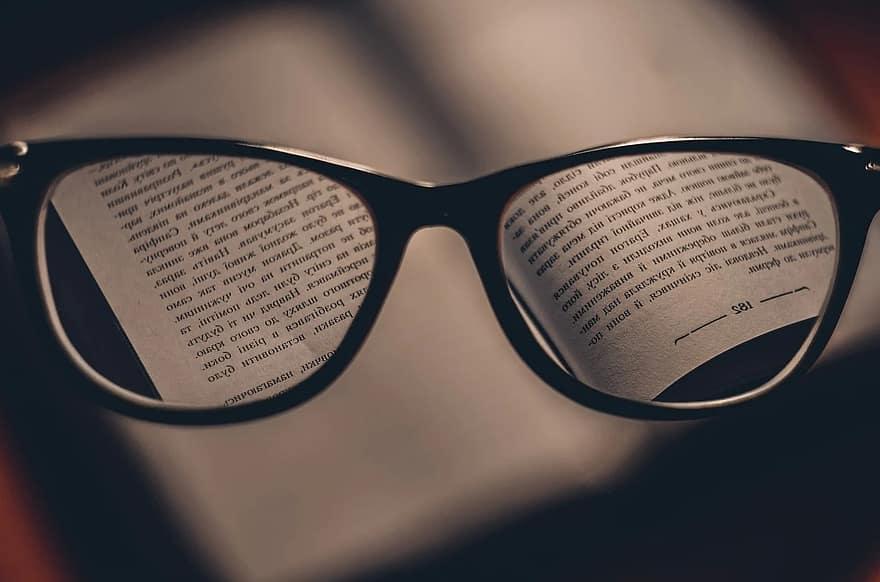 vitMATINA E adevarat ca cititul la lumina slaba dauneaza vederii? | Medlife
