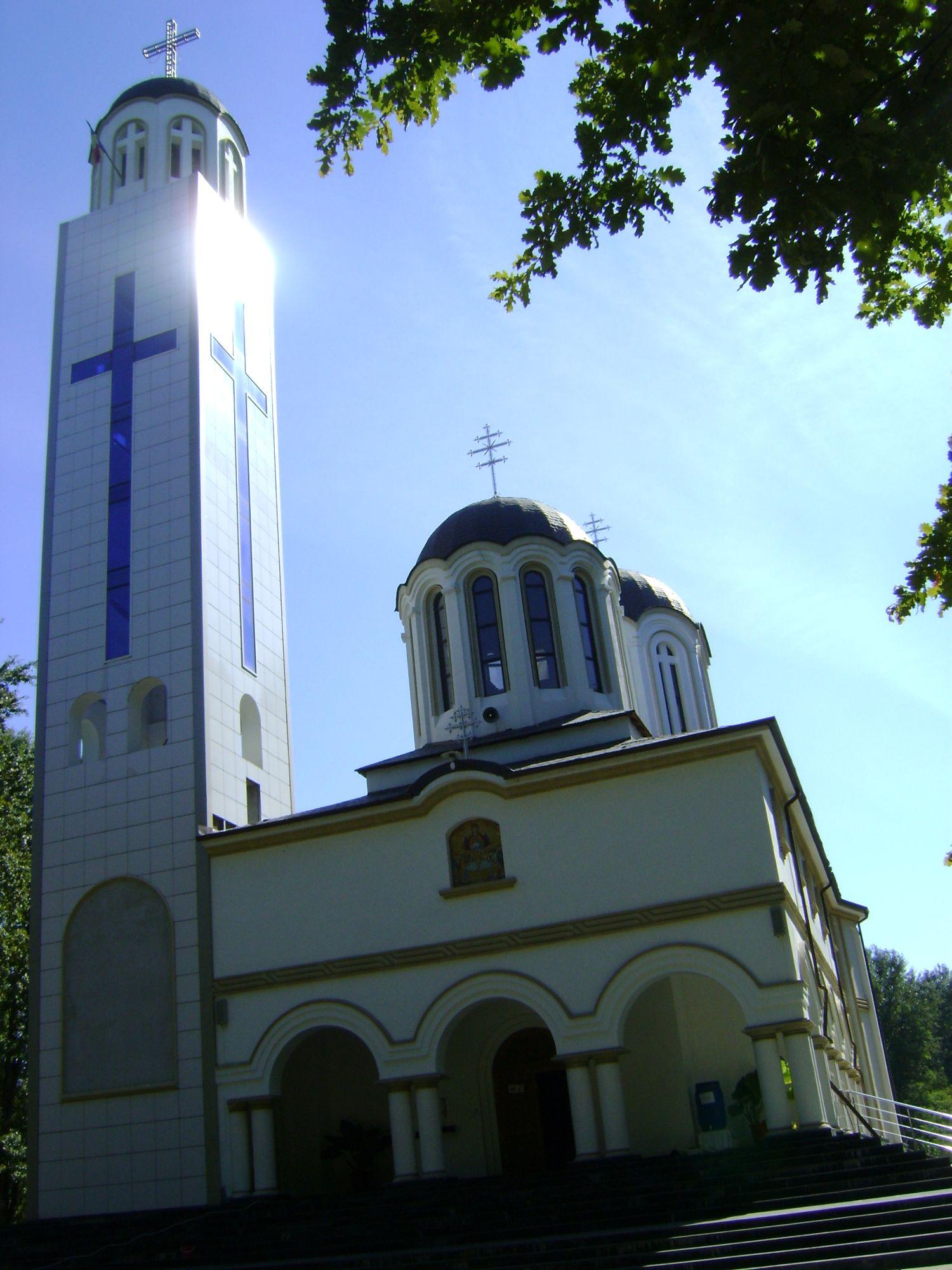 FOTO Feredeu, mănăstirea cu izvorul vindecător. O fată şi-a recăpătat vederea | scutere-galant.ro