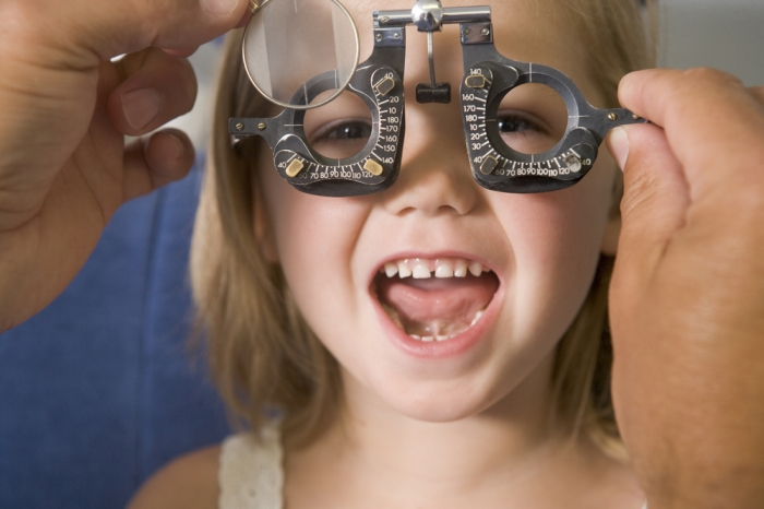 Cum se descurcau oamenii cu probleme de vedere înaintea inventării ochelarilor? - scutere-galant.ro