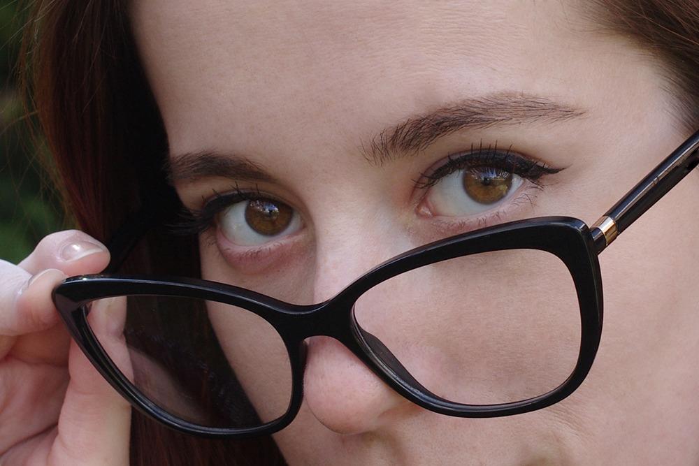 pierzându-mi vederea ce scade oamenii cu vedere slabă arată prost