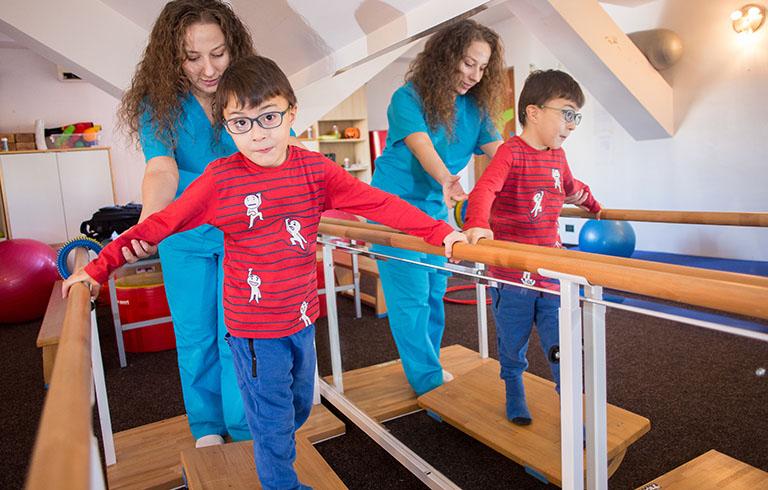 Autismul copiilor - Semne si diagnosticul de autism - Asociatia Romana de Hirudoterapie