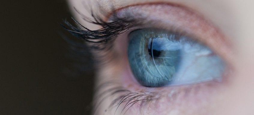 Ochii roșii după ce ieși din apă? Cauzele și tratamentul
